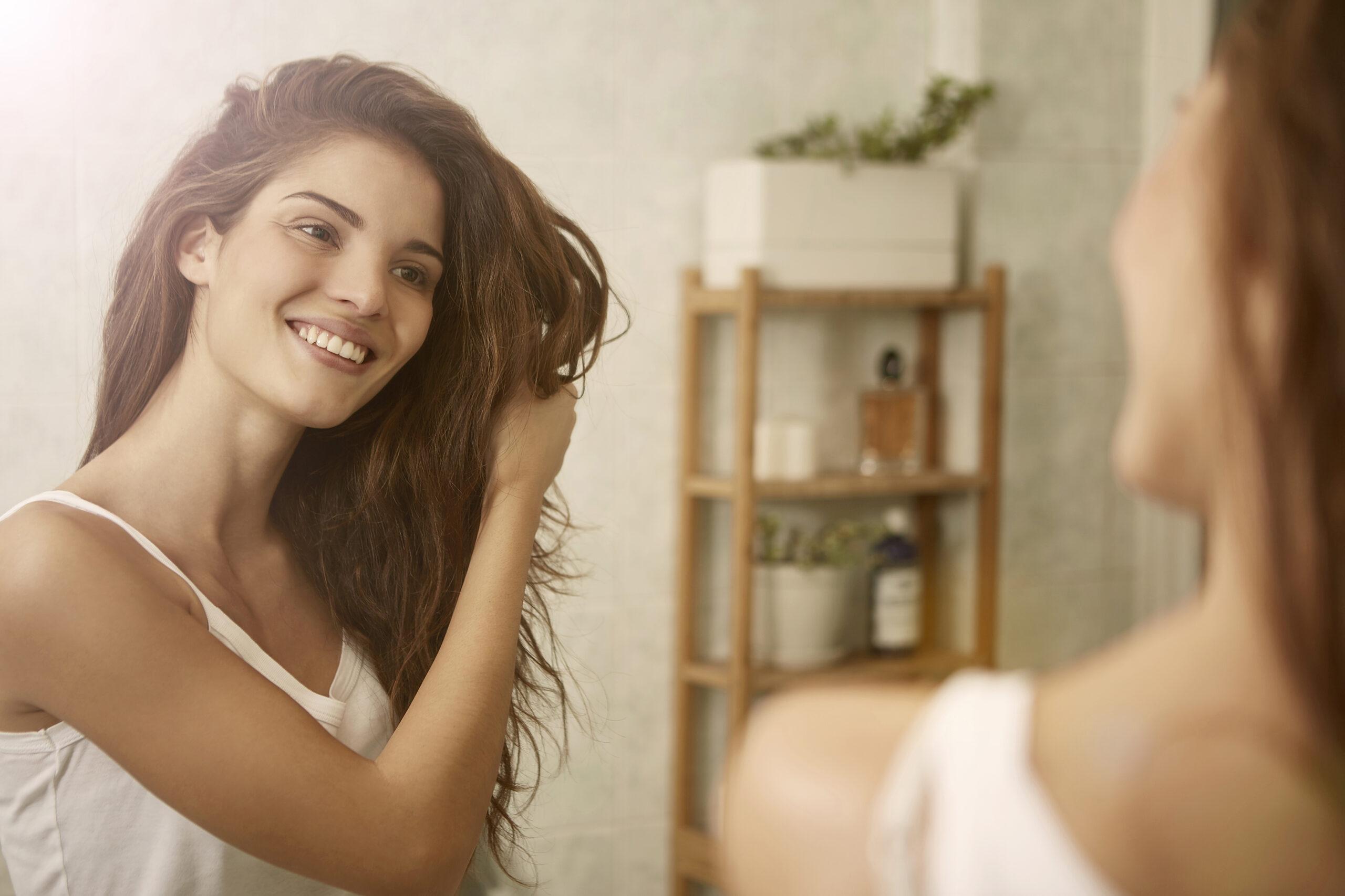 Femme aux cheveux sain