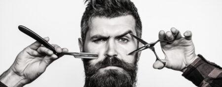 Homme avec matériel pour barbe