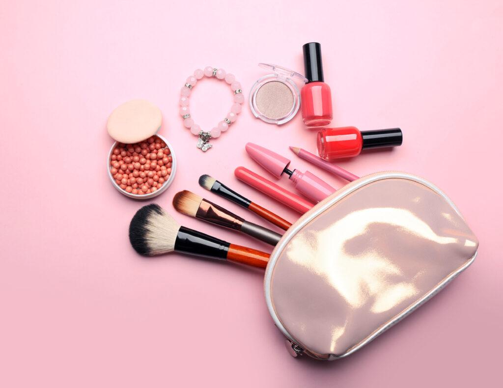 Rendez-vous sur beautycoiffure.com pour retrouver toutes les nouveautés makeup et coiffure