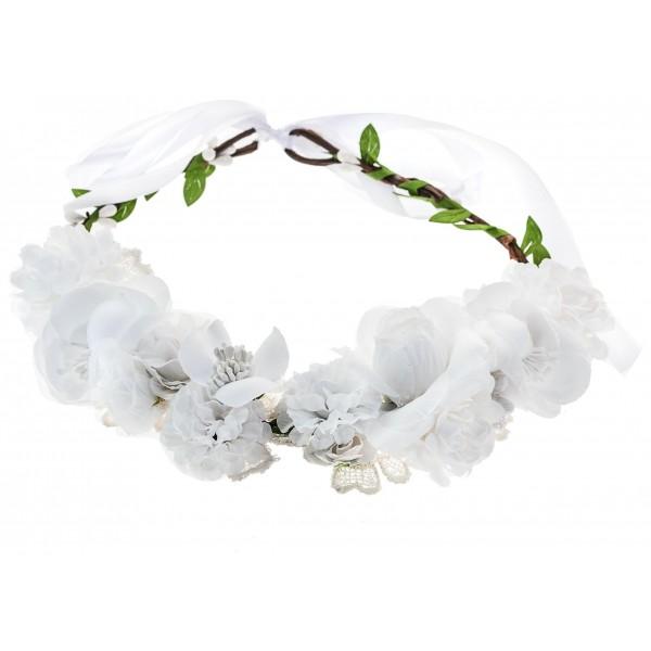 Couronne de fleurs blanche, à retrouver sur beautycoiffure.com.