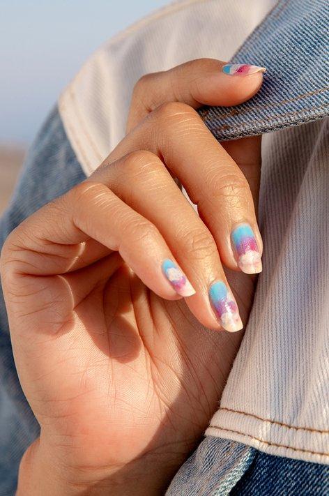 Tuto nail art - Pacific Coastal Shyway de OPI. Les nuances sont à retrouver sur beautycoiffure.com.