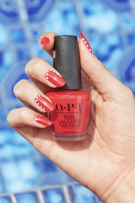 Tuto nail art - La La Limelight de OPI. Les nuances sont à retrouver sur beautycoiffure.com.
